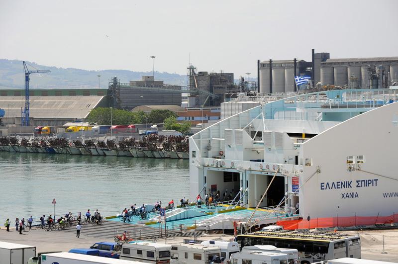 imbarco-bici-raid-grecia-2