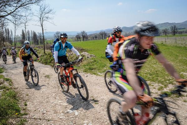 in bicicletta sui sentieri di san francesco da Gubbio ad Assisi