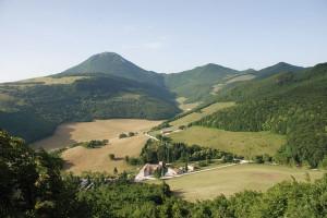 Abbazia di Valdicastro e Monte San Vicino