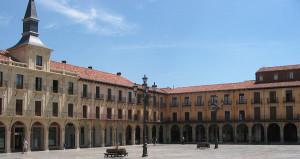 Spain-Leon-Plaza_Major2005